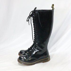 DR. MARTENS Womens 1B60 20-Eye Boot Black Patent